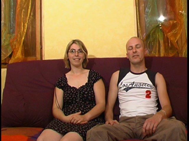 Un jeune couple amateur se fait filmer pendant une grosse baise