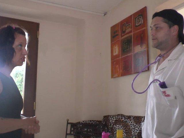 Docteur sodomie dilate le trou du cul de sa patiente beurette avec son chibre