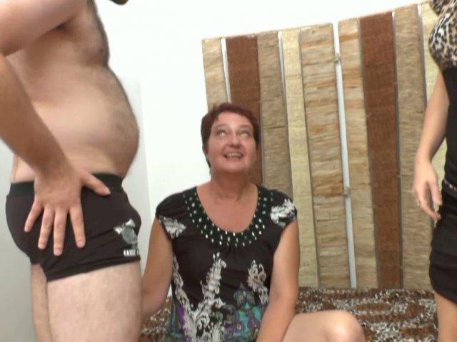 Natasha une bonne suceuse de 40 ans se fait élargir et fister le trou du cul