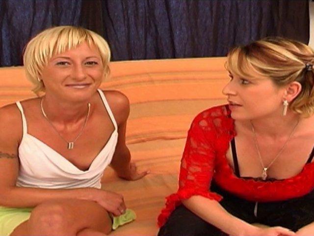 Noémie est une charmante nana qui commence dans la porno par un scène lesbienne avec Vanessa