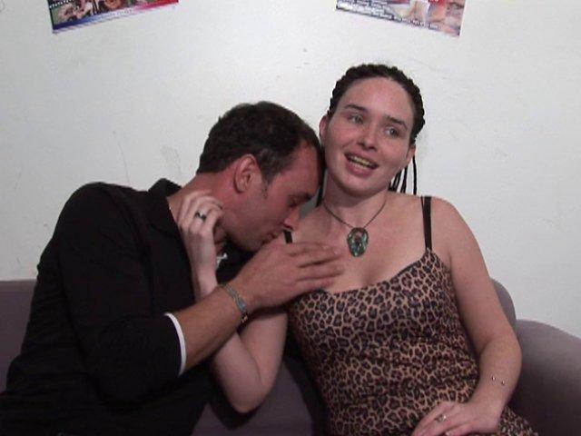 William ramone la chatte poilue et le cul de sa meuf Rachel