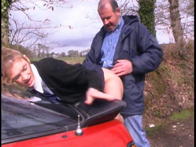 Jolie étudiante, elle se tape un chauffeur à la queue bien dure