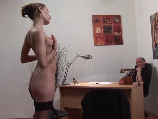 Petite Française prête pour une vidéo porno amateur au Club du Porno